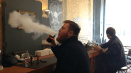 dans un coffee shop a amsterdam